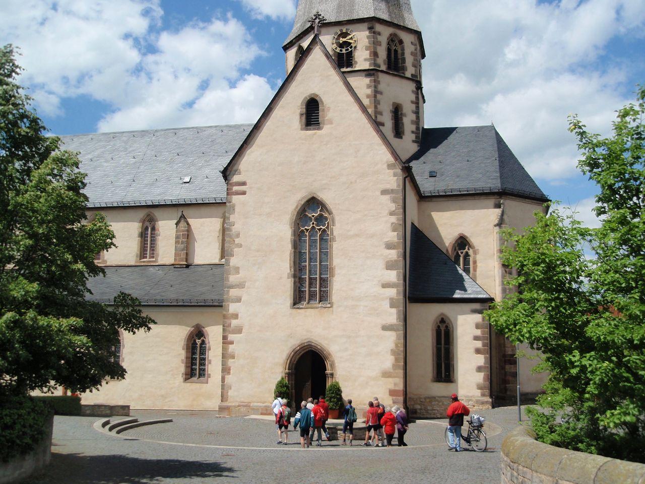 Haupteingang von der Stiftskirche