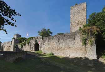 Burgtor mit Mauer und Turm
